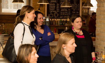 Milyen élményt nyújt egy online közösség offline kávézása? Beszámoló az első Mompreneur találkozóról.